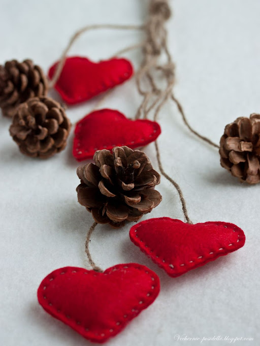 valentine crafts: felted hearts for gifts