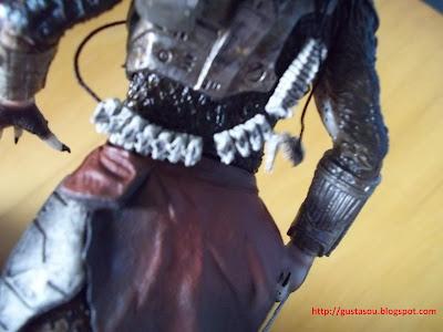 Visão da espinha dorsal pendurada nas costas do Predador.