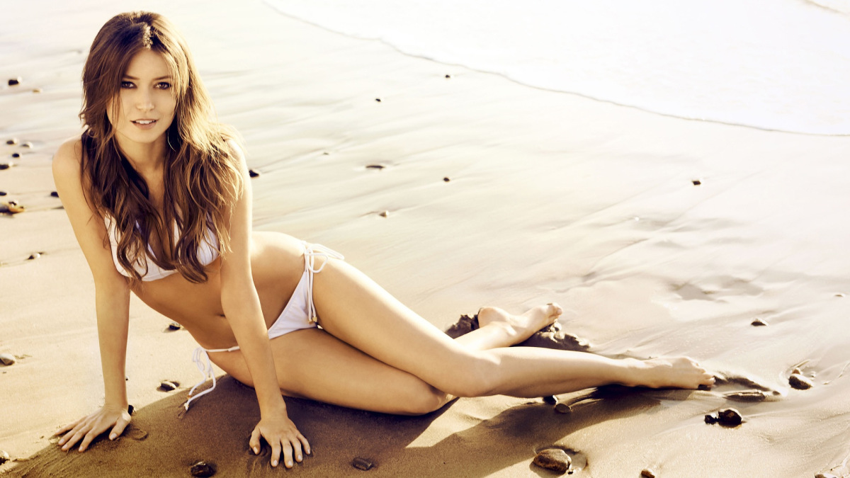 Lovely summer glau is a native of san antonio texas she s been a