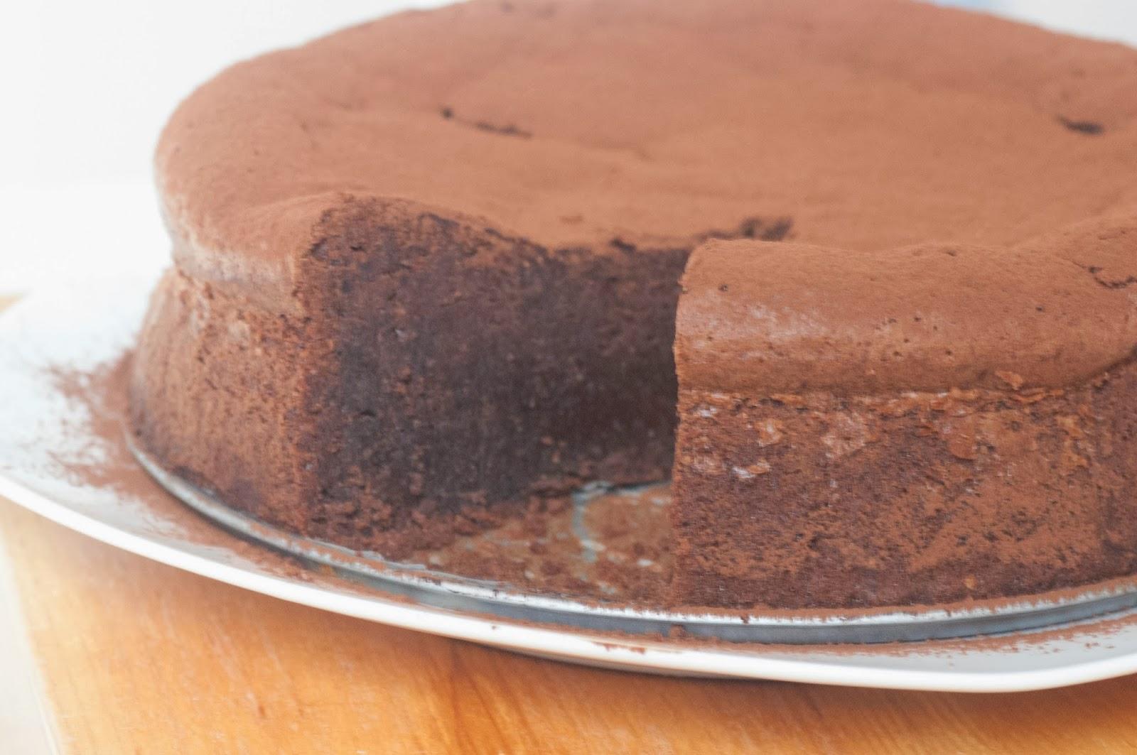 עוגת שוקולד ואגוזי לוז בניחוח תפוז