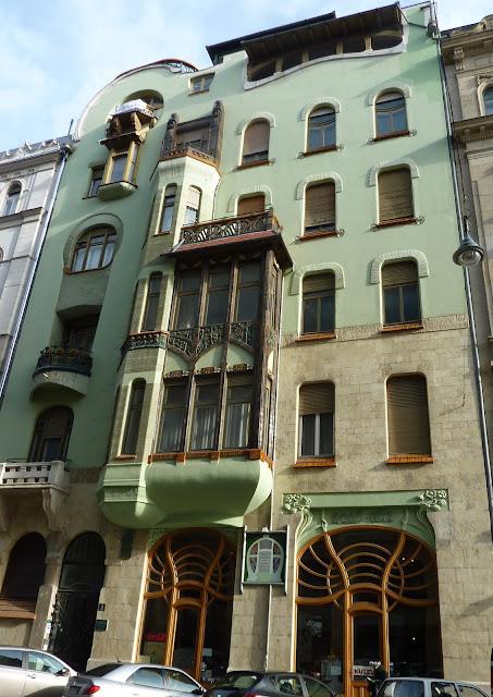 Parisienne Buissonnire Budapest Art Nouveau