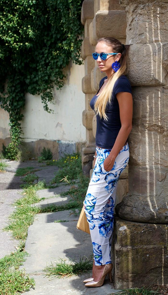 pantaloni fiori blu