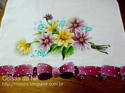 pano de copa com flores e laço recortado