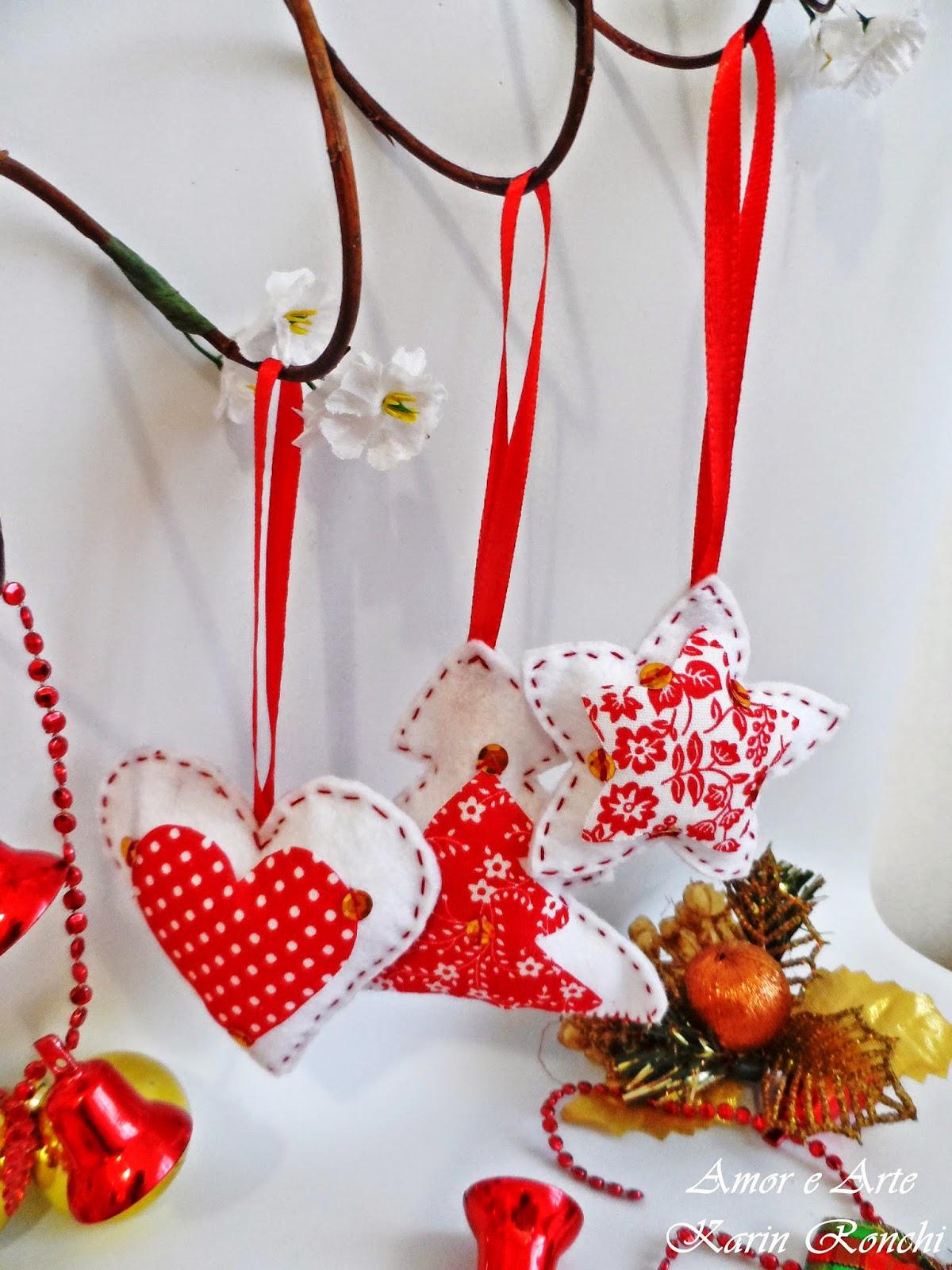 Ornamentos natalinos em feltro - branco e vermelho
