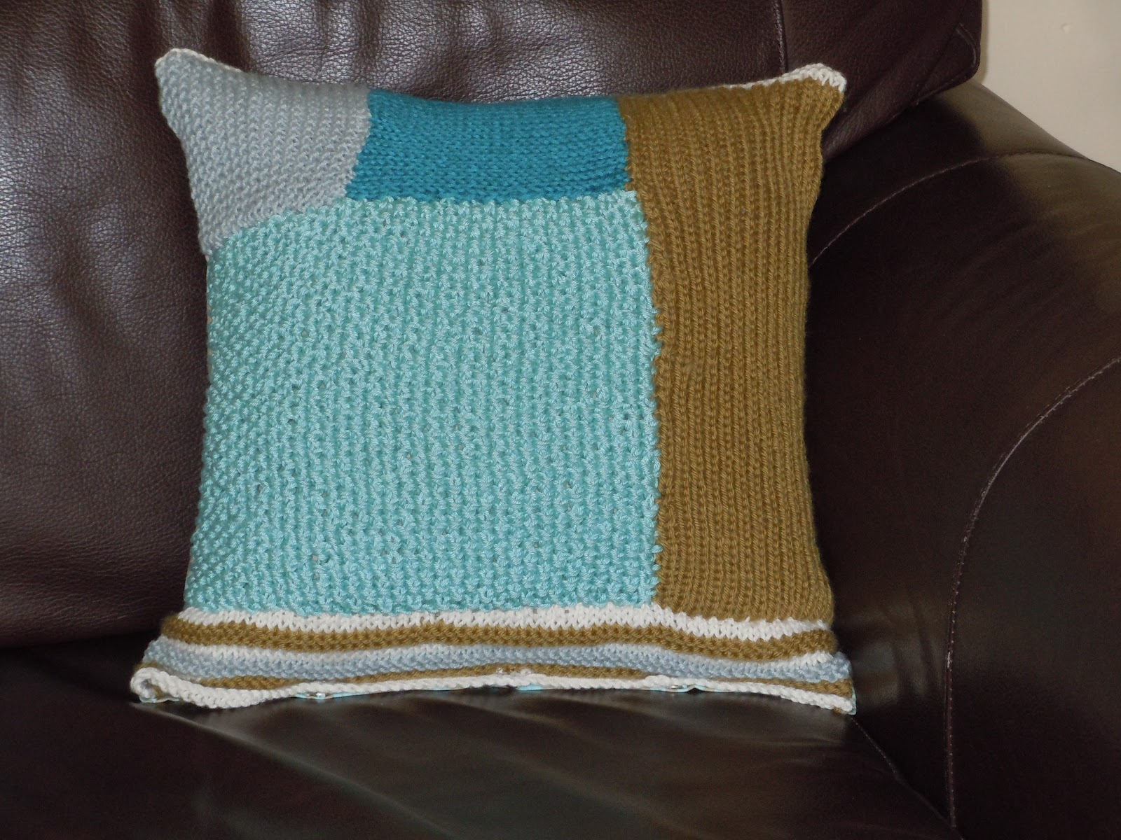 Daisy Loves Knit and Stitch: BITS AND PIECES CUSHION