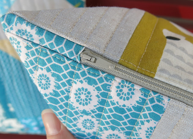Teal and mustard yellow quilted cushions - Zipper