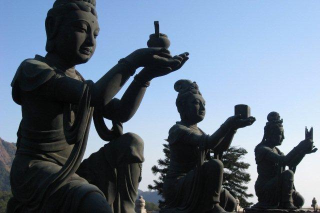 Estatuas en Ngong Pin, Hong Kong