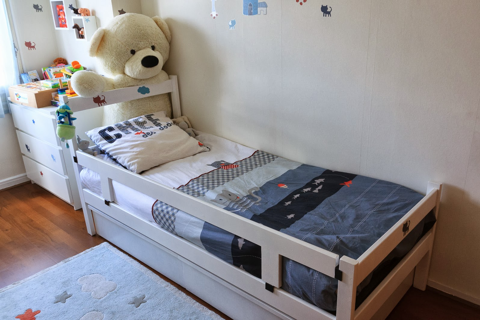Agencer et mijoter diy repeindre un lit d enfant - Repeindre un lit en bois ...