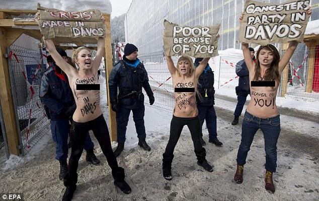 Demo Wanita Telanjang Dada