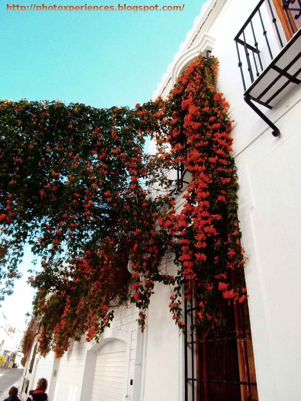 Typical street in Nerja. Calle típica de Nerja.