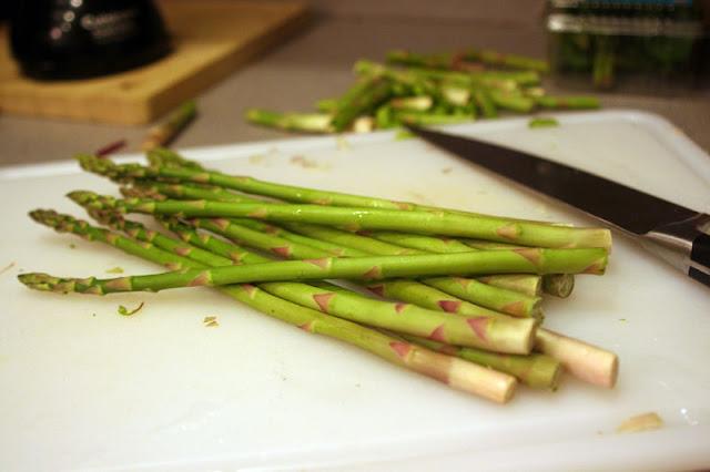 Asparagus with Peas & Basil | hardparade.blogspot.com