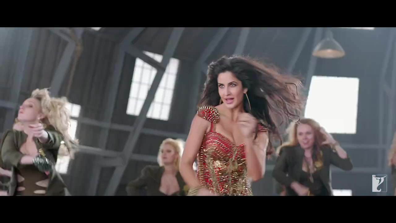 katirna kaif hot dance HD stills in dhoom 3