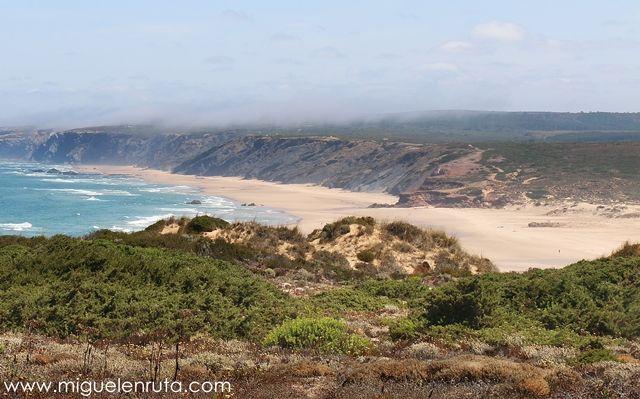 Praia-Da-Bordeira-Algarve-acantilados