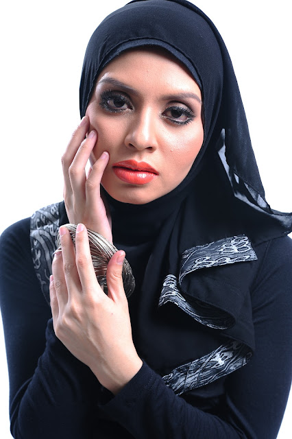 Adibah Karimah in black dress photoshoot by photographer Hafiz Atan