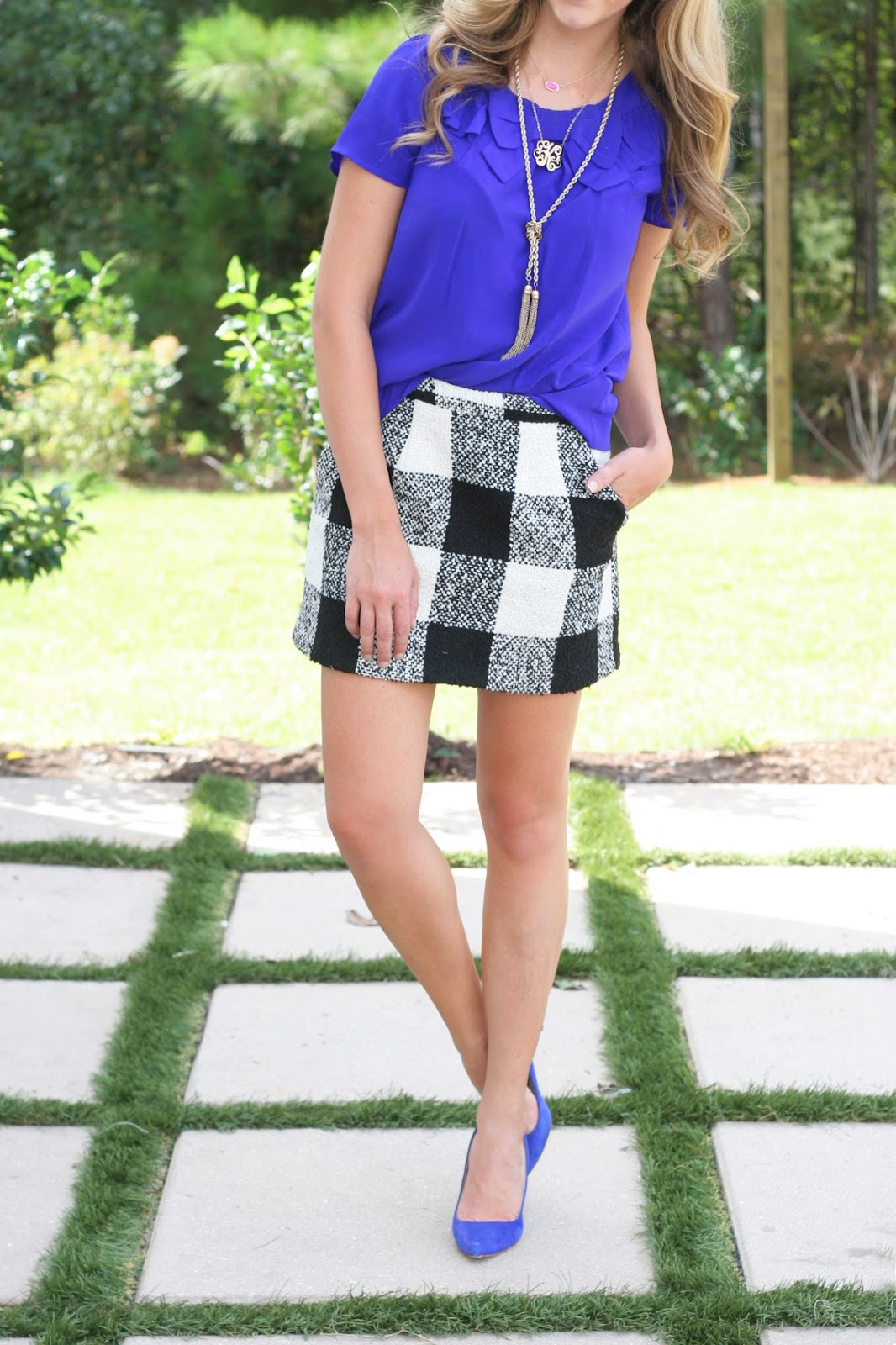 Large-black-and-white-Check-patterned-pocket-skirt
