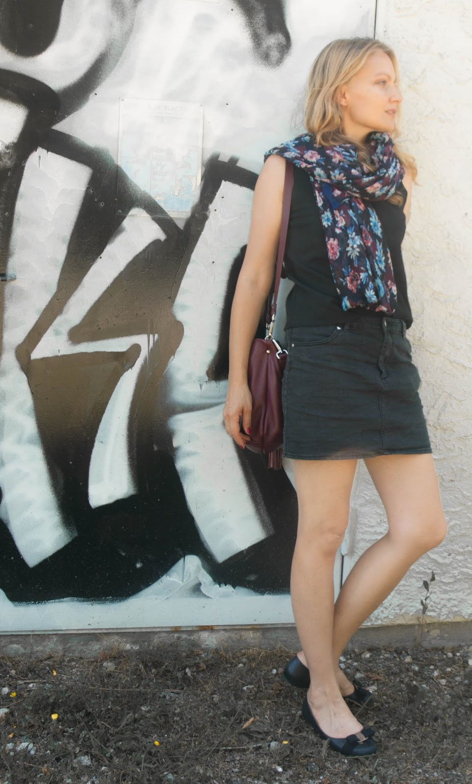 Salvatore Ferragamo varina flast, Gianni Chiarini bag, HM miniskirt, Zara scarf, sandro top,