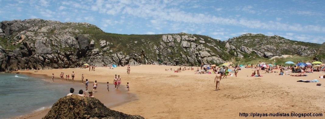 Playa nudista Somocuevas (Cantabria, España)