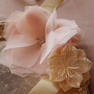 Flores en tela de tul y chiffon, accesorio o decoracion