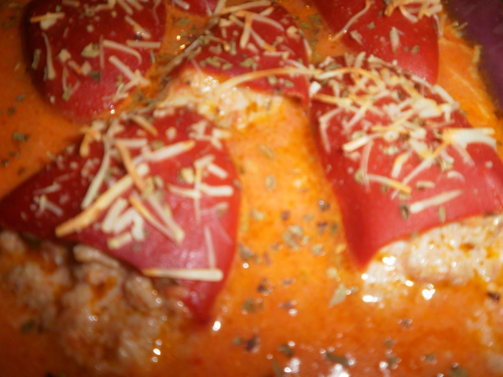 Una olla y laurel pimientos del piquillo rellenos de - Pimientos rellenos de carne picada y bechamel ...