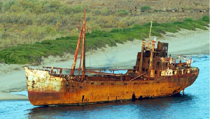 Aπό ψηλά το ναυάγιο του «Δημήτριος» στο Γύθειο που έγινε αξιοθέατο. Το «πλοίο-φάντασμα» (βίντεο drone)