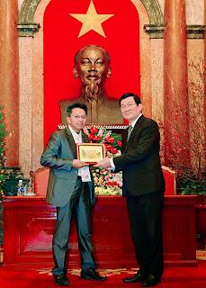 chủ tịch nước tặng bằng khen cho chủ Máy chế biến thức ăn chăn nuôi đa năng Trí Đạt