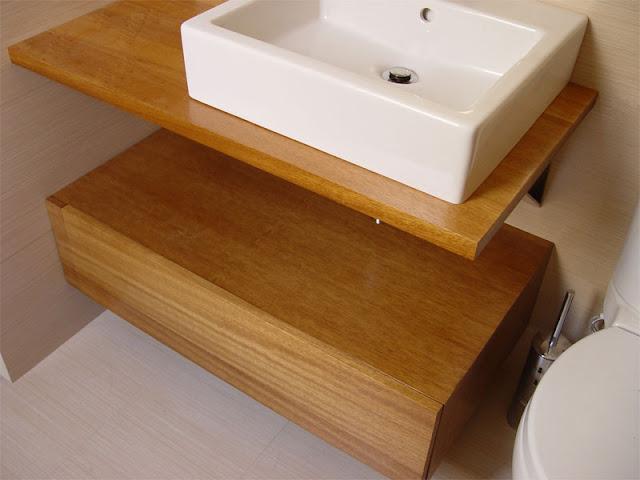 diseo y fabricacin de mueble de bao a medida compuesto por encimera en tablero alistonado de irocco suspendido sobre escuadras de acero inoxidable y