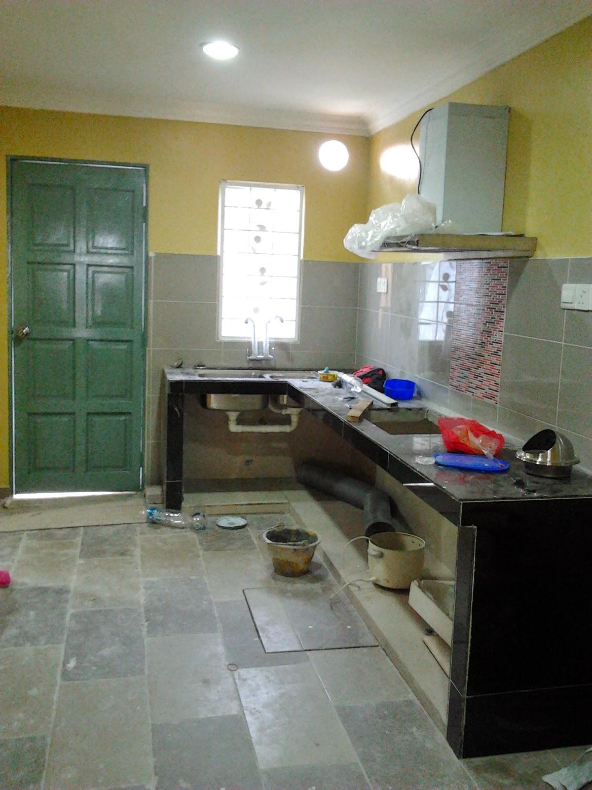 Dapur dah siap di cat. & السلام عليكم: UBAHSUAI RUMAH (TAMBAH DAPUR DAN TEMBOK BATU)