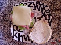 Hamburguesa Juicy Lucy-poniendo el queso