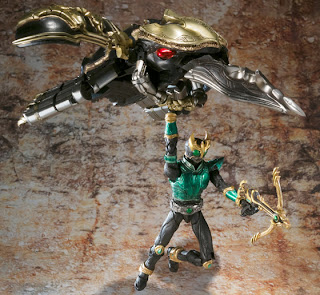 Bandai SIC Kiwami Tamashii Kamen Rider Kuuga Rising Mighty Form & Rising Beat Douram figure and vehicle