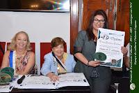 Recebendo o Premio EXCELÊNCIA CULTURAL ABD 2013...