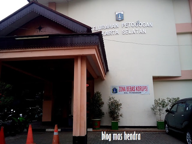 Tampak Depan Halaman Kelurahan Petogogan - Blog Mas Hendra