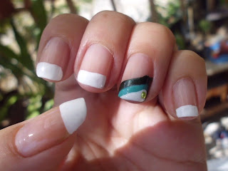 Manicura francesa blanca y verde