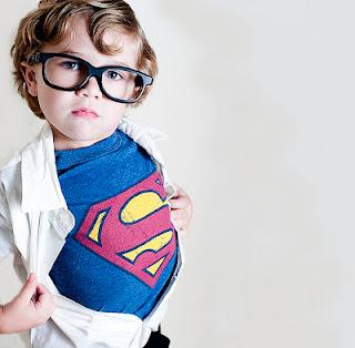 Eu acredito que existe um herói dentro de cada um de nós,  que nos mantem honestos, que nos enobrece,  que nos dá esperança para continuar seguindo em frente e indo além.  (Leandro Santana Messias)