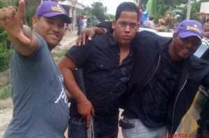 Activistas asisten armados a las marchas y caravanas del PLD