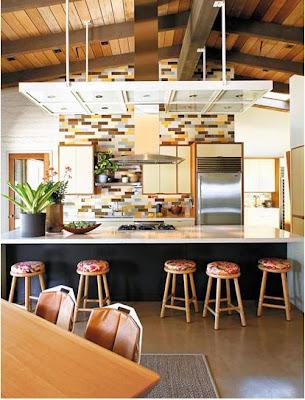 cocina con detalles color naranja muebles ceramica