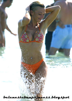 bikini joven belen esteban rojo cuerpazo frente
