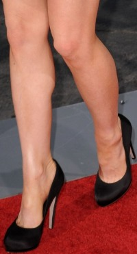 Kate Beckinsale Toe Cleavage nad Legs