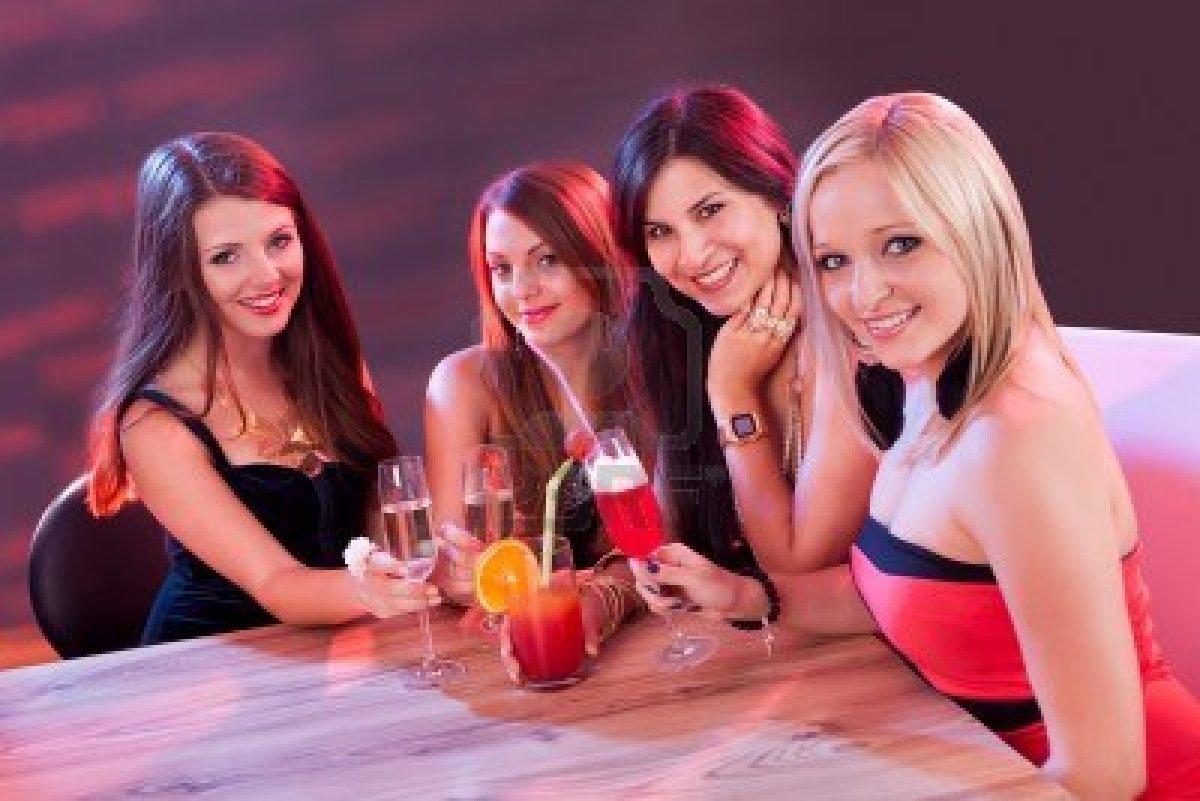 Amateurs disfrutando de mucho sexo en el club nocturno