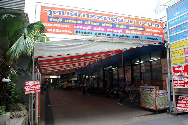 Furgonetas y autobuses direccion Ayutthaya