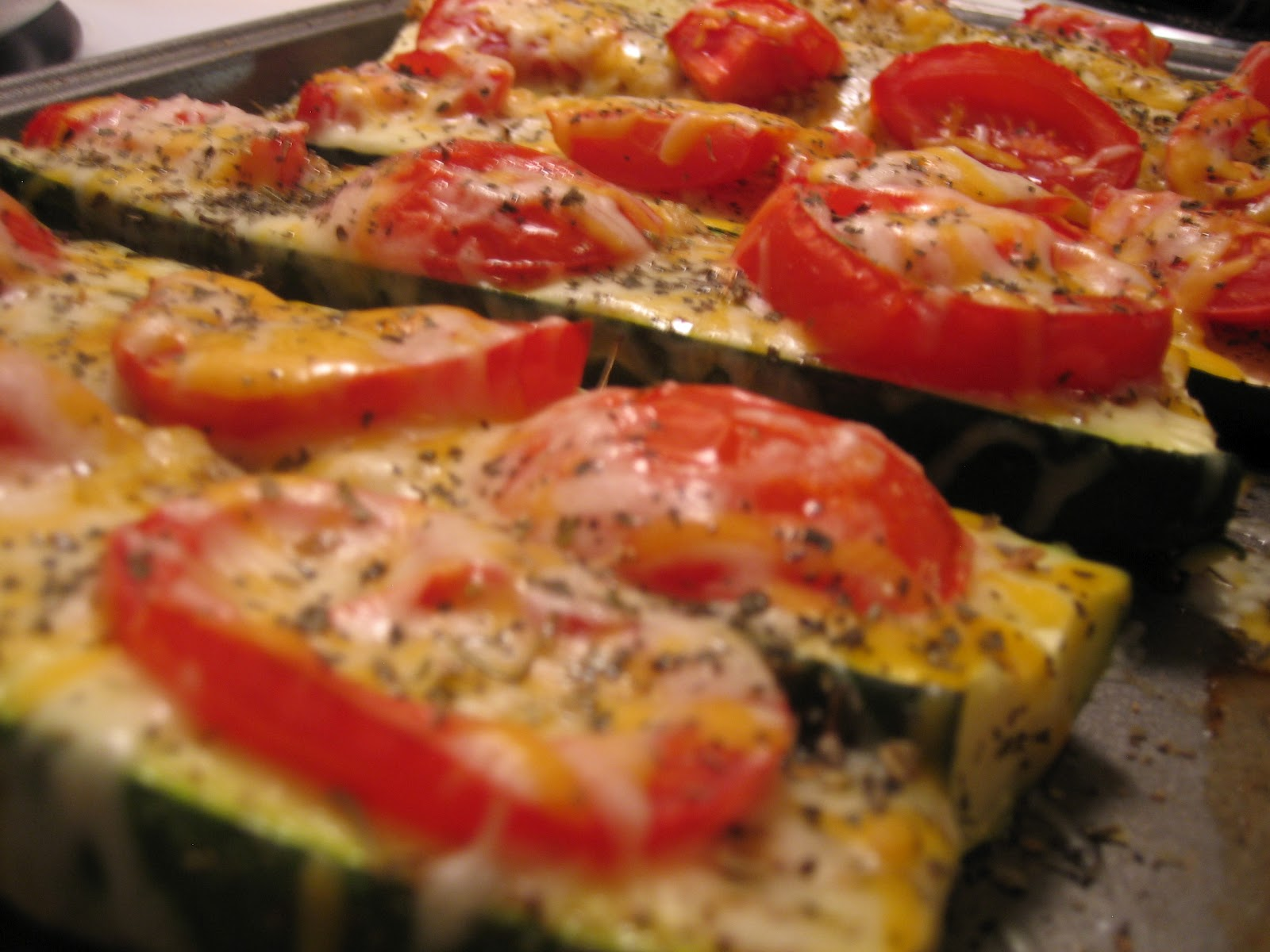 "Discovering the Extraordinary: Zucchini ""pizzas"""