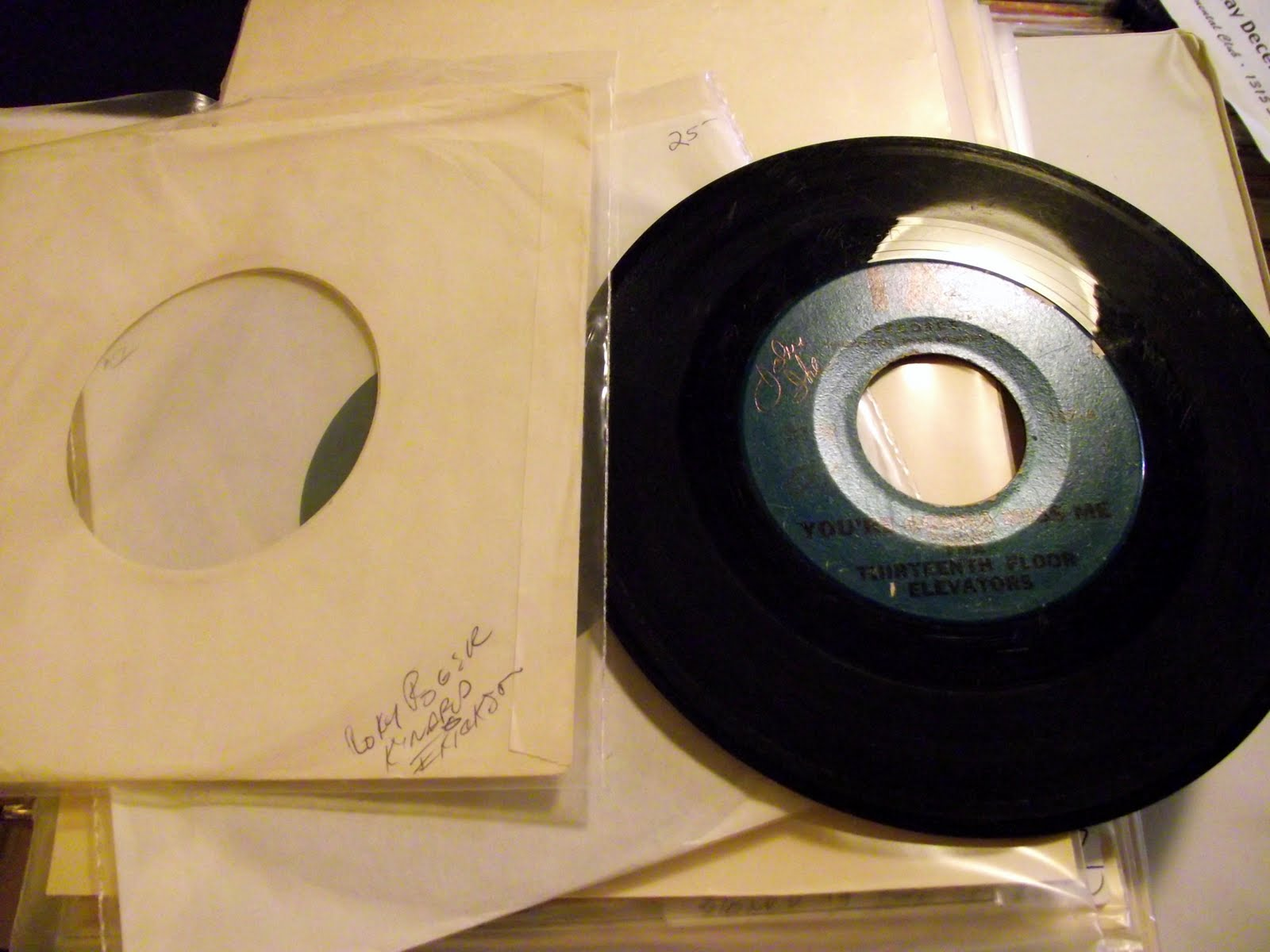 Crystlebordi signed 13th floor elevators tried to hide 45 rpm for 13th floor com
