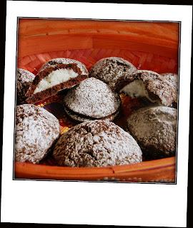 frolle al cacao ripiene di crema di cocco e mandorle