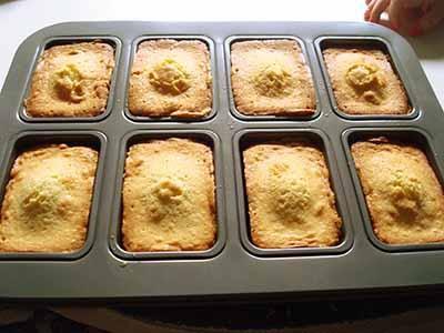 Kinder Paradiso: sfornare la torta e lasciare intiepidire