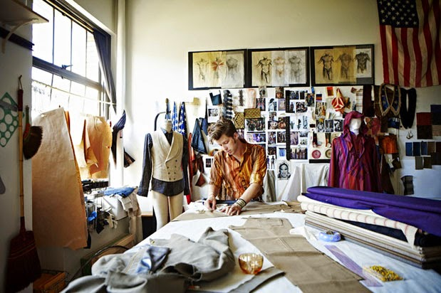 fashion stylists vs fashion designers essay Fashion stylists vs fashion designers essay 593 words - 2 pages garments to  be worn and purchased by the general public fashion stylists unlike fashion.