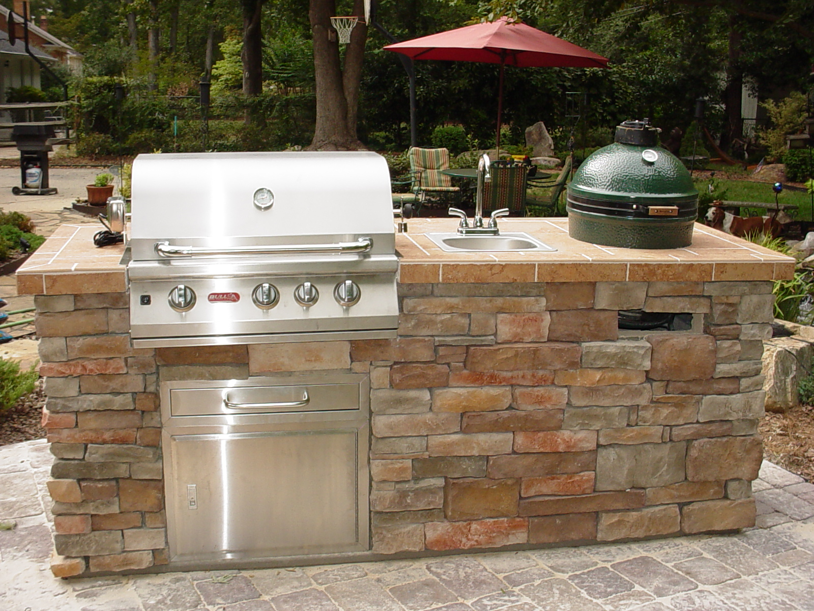 Funoutdoorliving outdoor kitchens for Outdoor kitchen cabinets