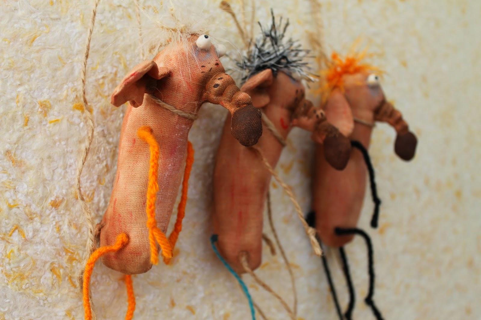 Текстильные игрушки повешенные мыши