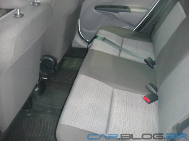 carro Etios sedan Toyota - interior