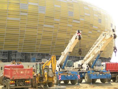 Maszyny, koparka, dźwig na Baltic Arena