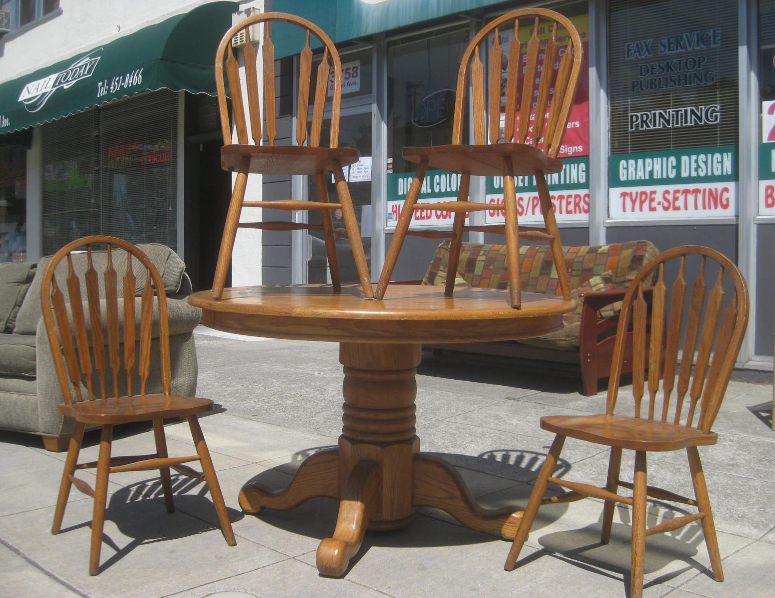 Uhuru Furniture Collectibles Sold Oak Round Table Four Chairs