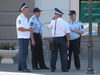 Сотрудники полиции и патрульно постовой службы
